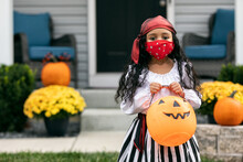 Halloween: Cute Pirate Girl Wi...