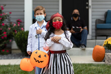 Halloween: Two Kids Ready To T...