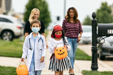 Halloween: Kids Trick Or Treating With Face Mask For Covid-19