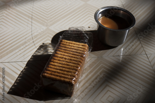 Foto Cup of coffee with biscuits on a table