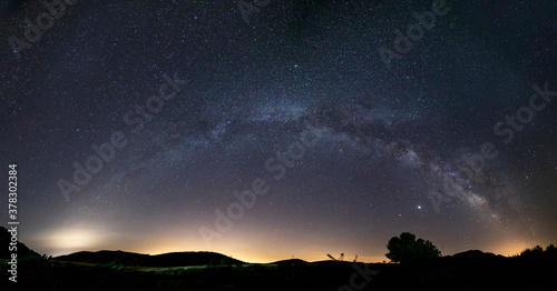 Fotografiet panoramic of a complete milky way