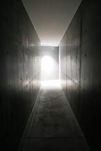 コンクリートの壁、暗...