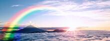 富士山を取り巻く雲海と日の出の抽象的な背景
