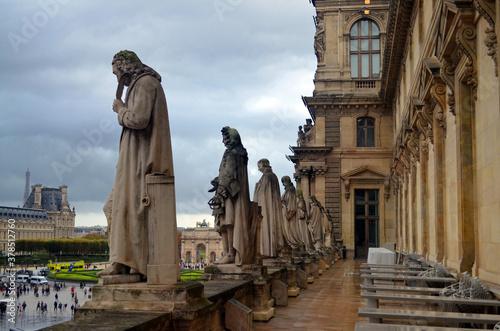 Tablou Canvas Paris, France - Le Louvre Balcony Statues
