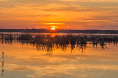 Zachód słońca nad jeziorem Drużno