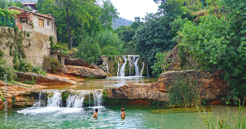 Платно La Pesquera poza o piscina natural en Beceite, Teruel, Aragón, España, Europa