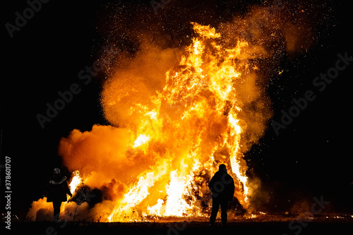 Ancient tradition of Epiphany fires in Friuli, Italy Fotobehang