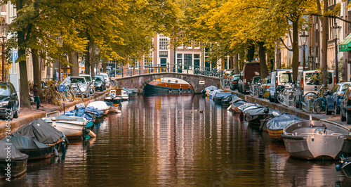 canal and boats in Amsterdam on an autumn day Slika na platnu