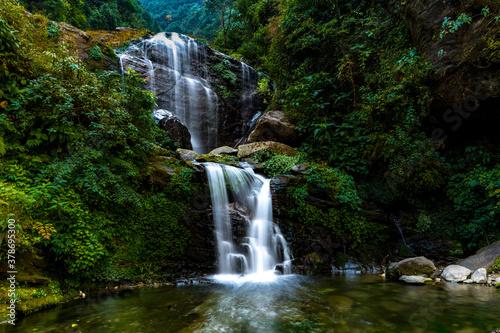 Obraz na plátně Waterfalls along Himalayan hillsides