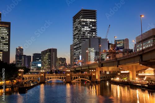 Fototapeta 大阪 中之島 堂島川の美しい夜景