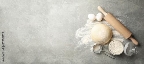 Obraz na płótnie Concept for baking with dough on gray background