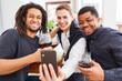 canvas print picture - Drei Männer als Freunde machen Selfie mit Smartphone