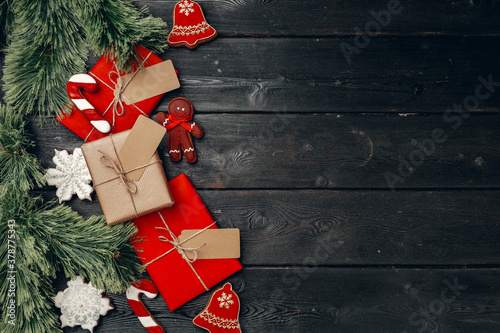 Fototapeta Christmas present and festive gingerbread cookies on wooden background obraz