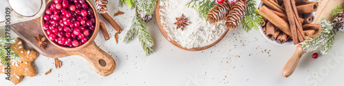Foto Ingredients for Christmas cooking, winter baking cookies, gingerbread, fruitcake, seasonal drinks