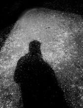 Sombra De Un Hombre En La Noche