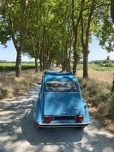 2 CV Sur Une Route De Campagne, Gironde