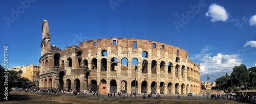Photo The Roman Colosseum in summer Italy