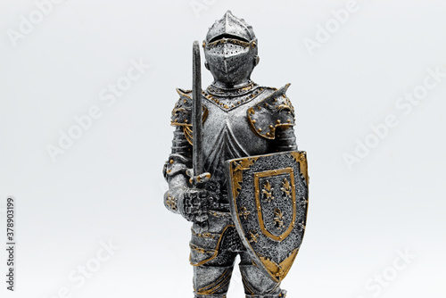 Fotografia Medieval Knight in silver armour with sword and shield, isolated on white backgr
