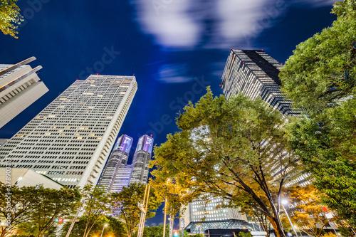 光が綺麗な高層ビルの夜景