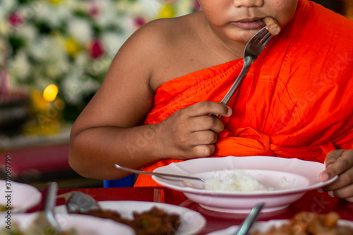 Fotografía The little boy who attended the ordination ceremony was a monk