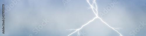 Obraz Hintergrund mit Himmel und Wolken und einem Blitz bei Gewitter - fototapety do salonu