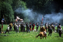 Confederates Volley Fire On Ad...