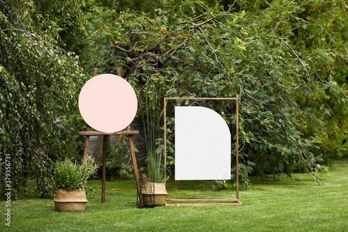 Fotografie, Tablou empty board stands on green lawn on wedding