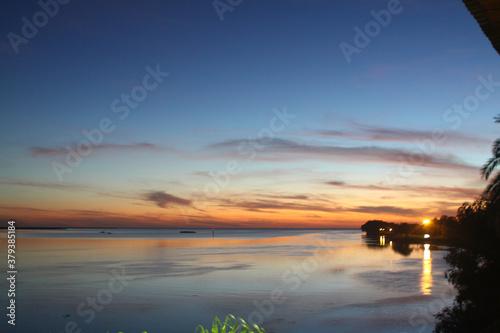 Photo amanecer en el rio de la plata argentina