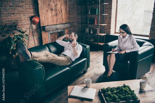 Full length photo of business man guy visit psychotherapist professional lady as Fototapet