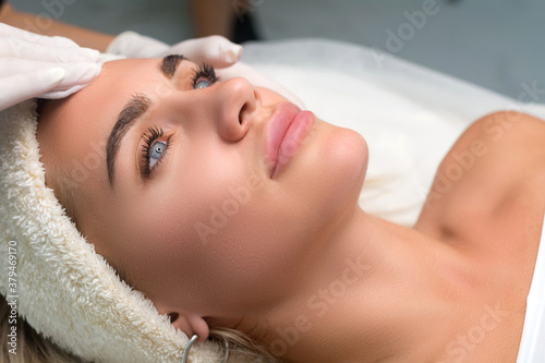 Foto Young woman in a beauty salon