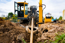 Horizontal Directional Drilling Technology Closeup. Drilling Machine Work Process. Trenchless Laying Of Communications, Pipes And Water Pipes