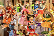 Colorful Marionette Witches Fo...