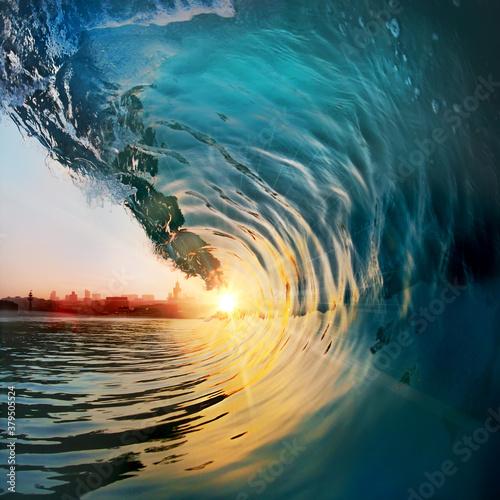 Carta da parati Beautiful ocean surfing shorebreak wave at sunset time