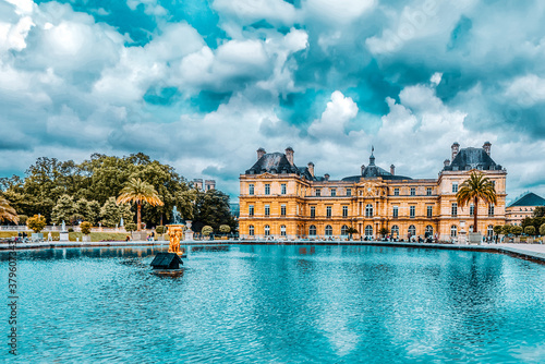 Obraz Luxembourg Palace and park in Paris, the Jardin du Luxembourg, one of the most beautiful gardens in Paris. France. - fototapety do salonu