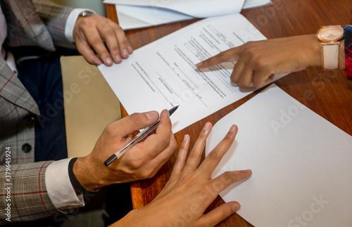 Fototapeta people signing documents obraz
