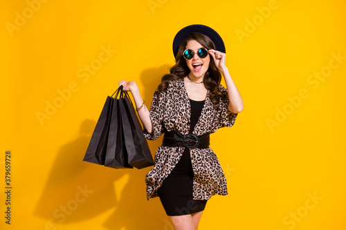 Photo of amazed excited girl touch sunglasses enjoy 50 sales hold bag wear vinta Fotobehang