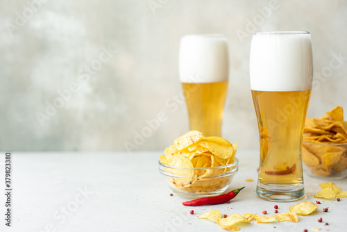 Canvastavla lager beer with spicy potato chips in tall glasses