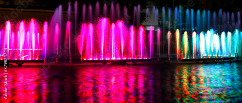 Foto Multicolored fountain at night