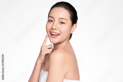 Fototapeta Beautiful young asian woman with clean fresh skin on white background, Face care, Facial treatment, Cosmetology, beauty and spa, Asian women portrait obraz