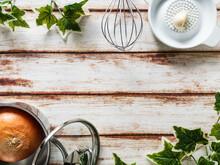 玉ねぎと調理器具のフレーム