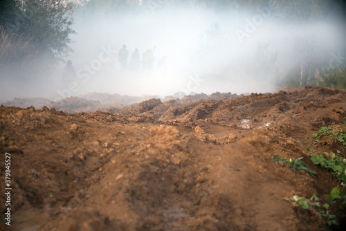 Photo Smoke bombs action. A group of soldiers on a field position.