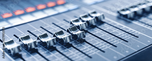Fotografía professional concert mixing console is equipped with high-precision and long-stroke faders