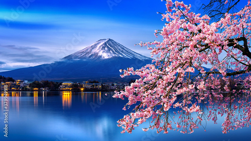 Photographie Fuji mountain and cherry blossoms in spring, Japan.