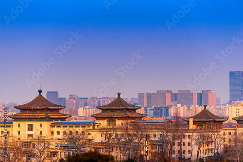 Tablou Canvas Sunset Beijing cityscape between ancient chinese architecture