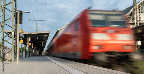 Foto Abstract background travel of public transportation with blur speed motion movement of train on railway tunnel subway