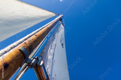 Sailing mast reaching towards blue sky Fototapet