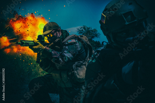 Foto Army special operations forces soldiers, Navy SEALs team armed assault rifle, rushing on battlefield with fiery explosion, attacking enemy at night