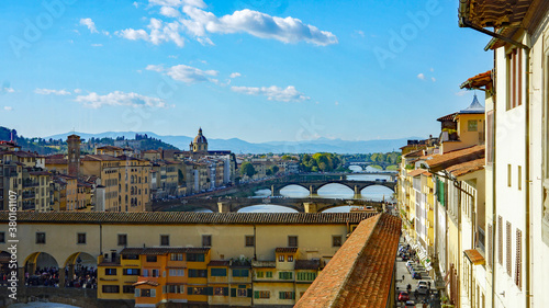 Cuadros en Lienzo Multiple bridges spanning the River Arno in captivating Florence