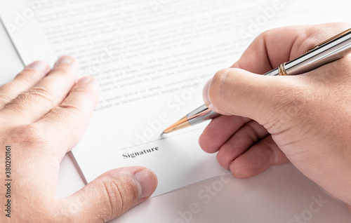 Fotografía Businessman is signing a contract, business contract details