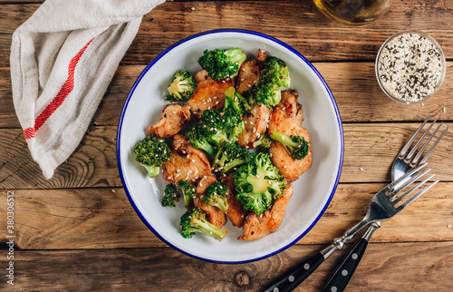 Valokuvatapetti Chicken breasts and broccoli in soy sauce with sesame seeds for keto diet lunch